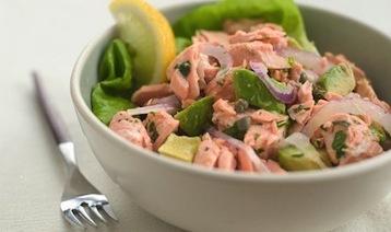 салат из шпината и рыбы