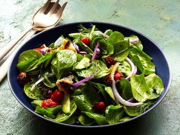 салат со шпинатом и баклажанами