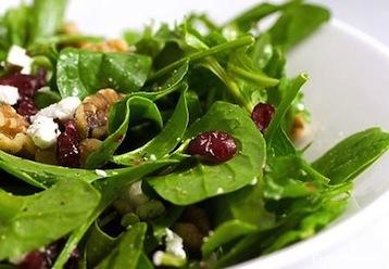 салат со шпинатом и огруцом