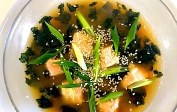 Суп из морепродуктов с нори