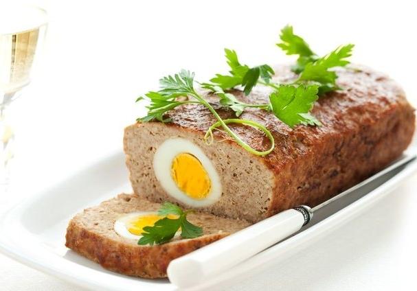 Мясной-рулет-из-фарша-с-яйцом