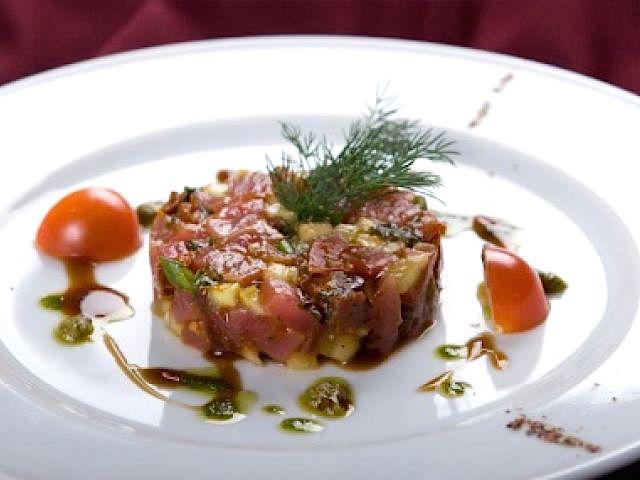 Рецепт салата тартар с тунцом, огурцом и баклажаном
