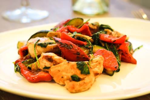Теплый салат с курицей по Дюкану