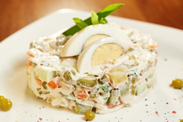 Оливье с курицей салат